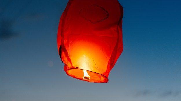 Pourquoi un lâcher de lanterne volante ?